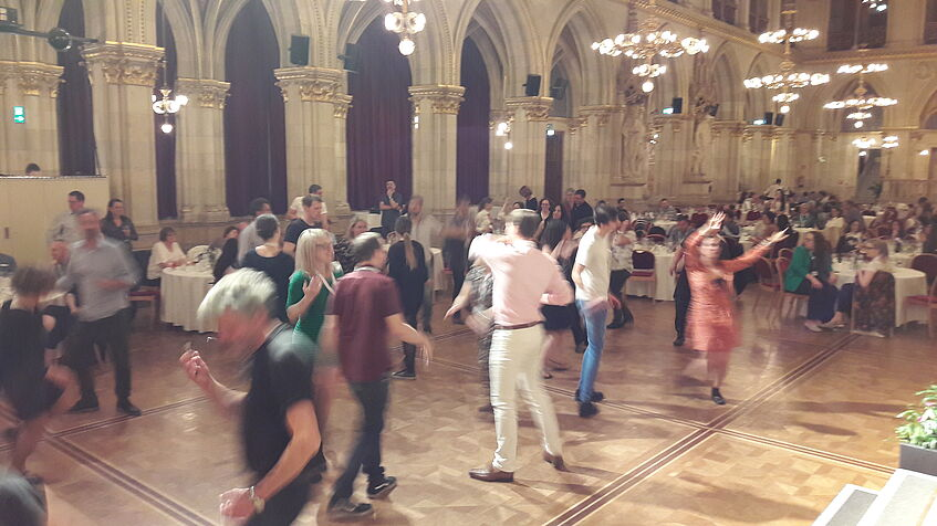 Dancing and celebrating at the Vienna City Hall © Annika Schönauer