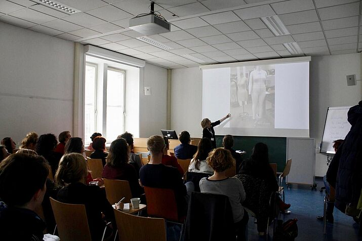 Marie Jahoda Winter School of Sociology, November 1-3, 2018. Seminarraumansicht, TeilnehmerInnen, Präsentation